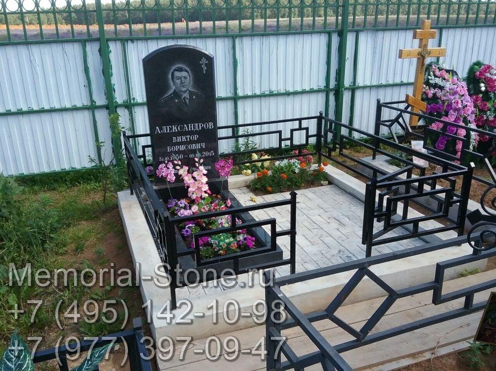 Гранитный памятник для мужчины военного