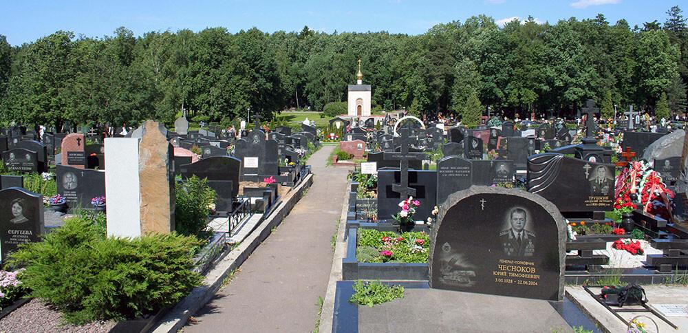 Гранитные памятники на Троекуровском кладбище
