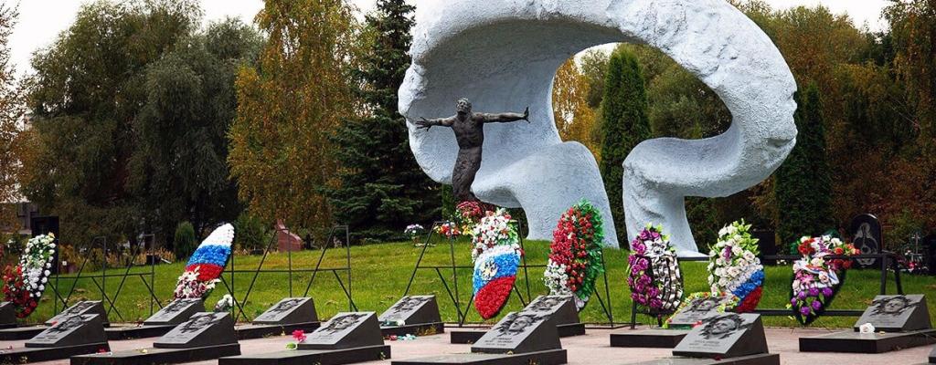 Гранитные памятники на Митинском кладбище