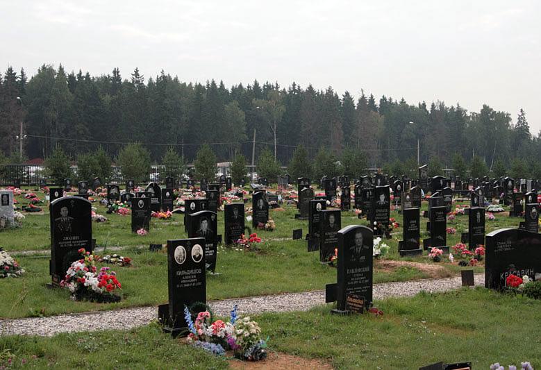 гранитные памятники на Перепечинском кладбище