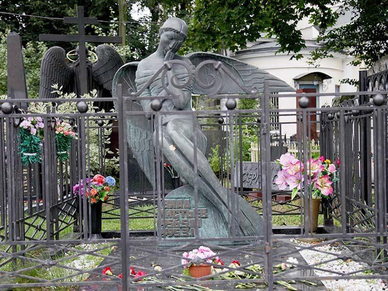 гранитные памятники на Ваганьковском кладбище