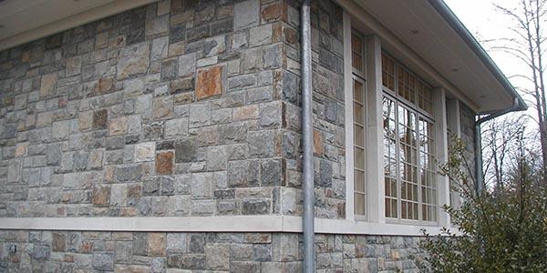 Фасадная облицовка натуральным камнем в Москве